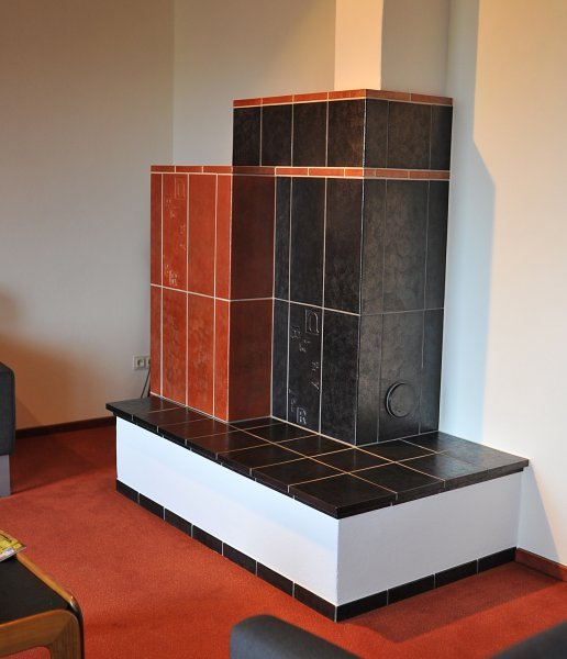 Grundofen mit moderner Ofenkeramik